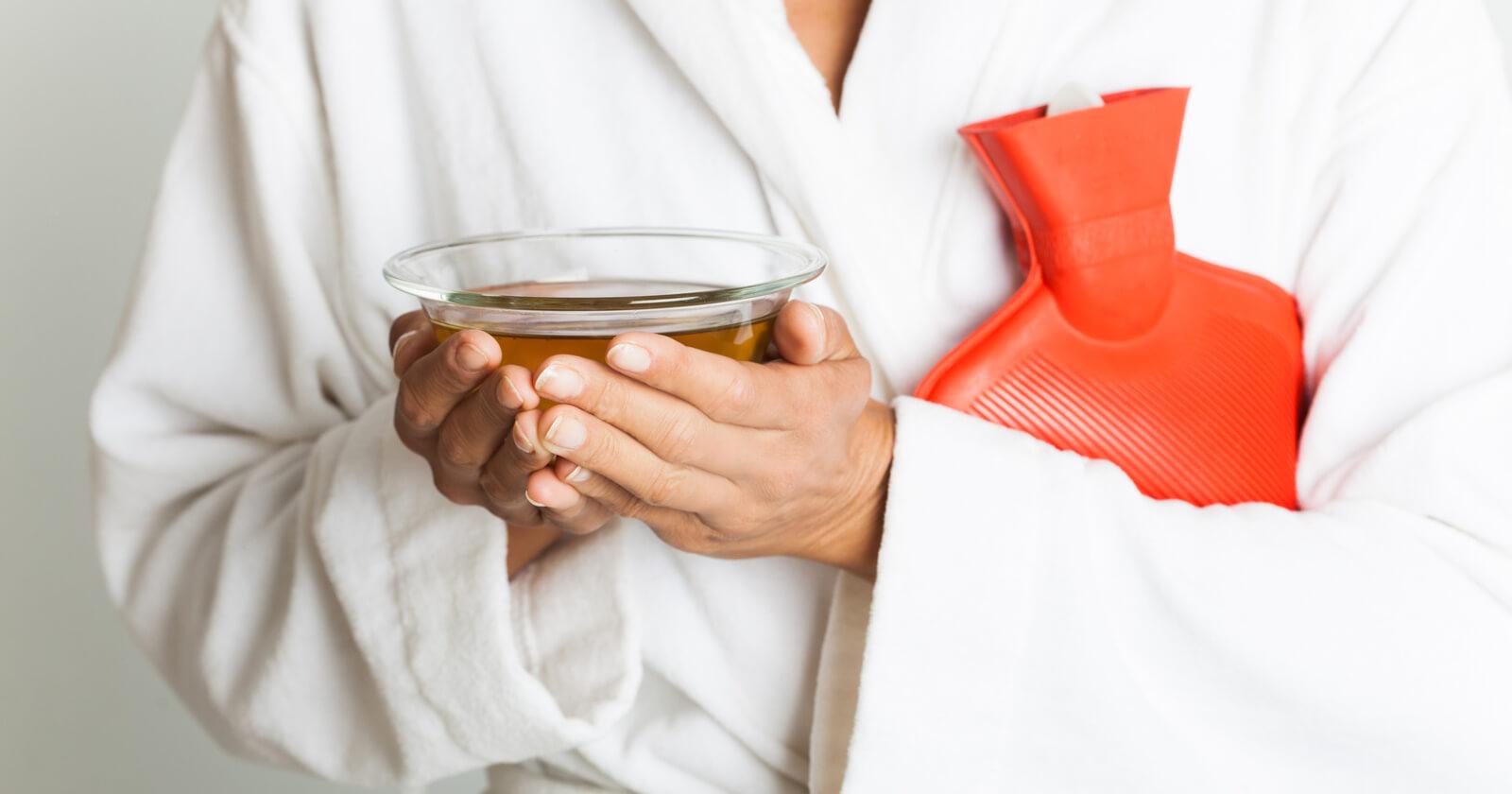 Viel Flüssigkeit, vor allem Tee, hilft bei Bauchkrämpfen mit Durchfall den Flüssigkeits- und Elektrolytverlust auszugleichen