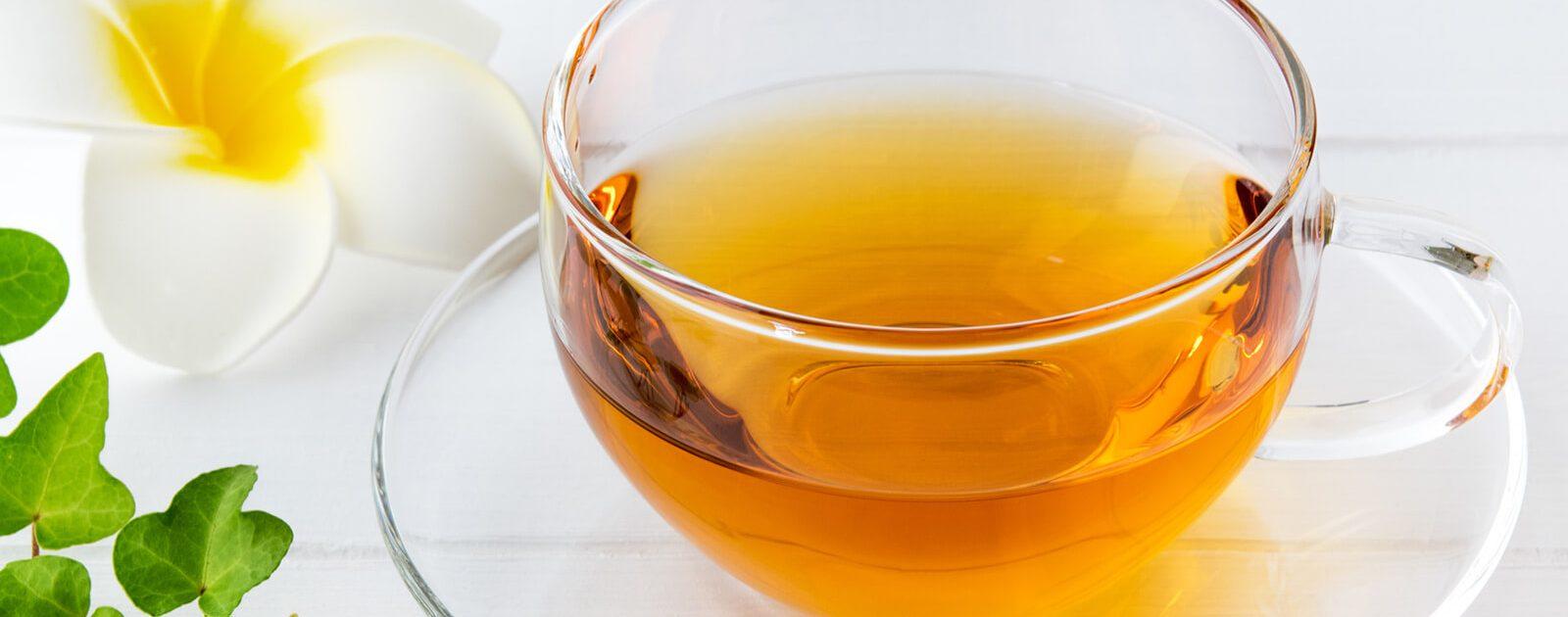 Frisch gebrühter schwarzer Tee – ein gängiges Hausmittel gegen Durchfall.