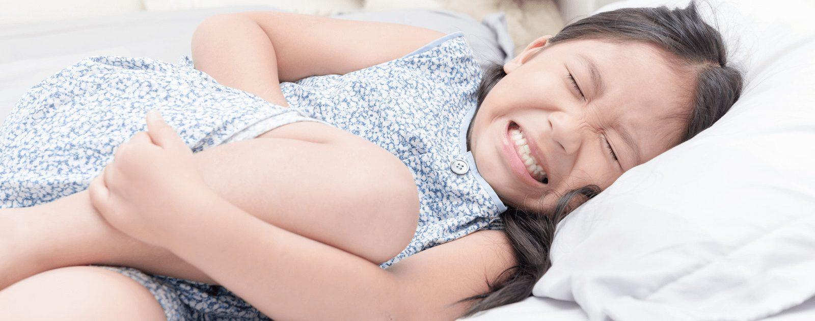 Die Ursache von Bauchkrämpfen bei Babys und Kindern sollten ärztlich abgeklärt werden