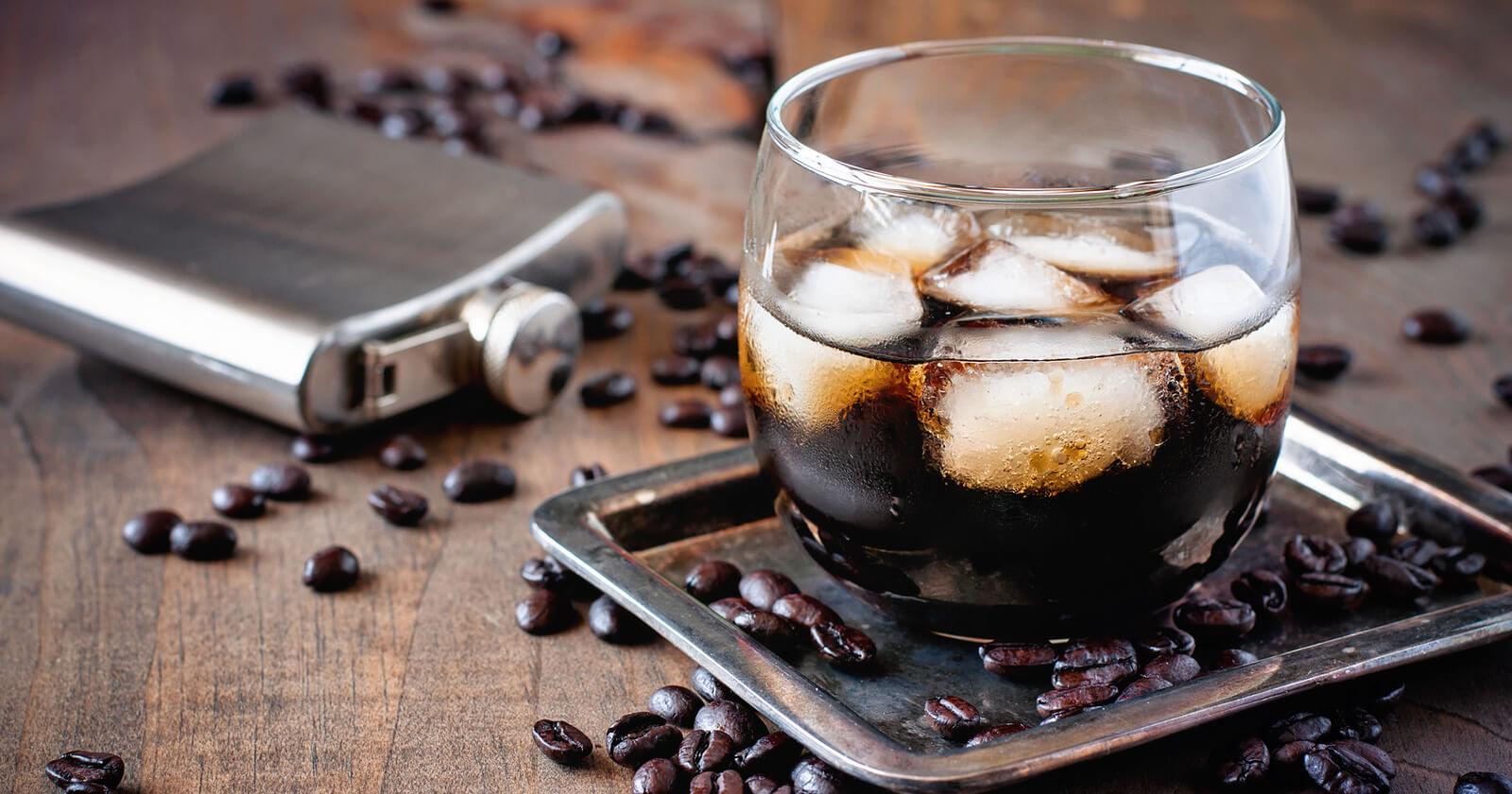 Koffein und Alkohol können Magengeschwüre begünstigen