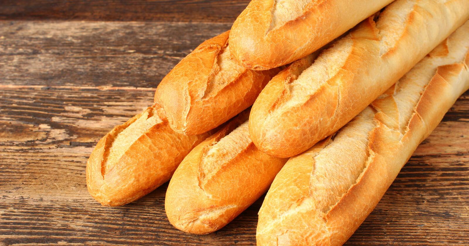 Stopfende Lebensmittel wie Weißbrot verhärten den Stuhl und verlangsamen den Verdauungsprozess